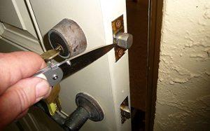 picture of a heavy duty deadbolt lock